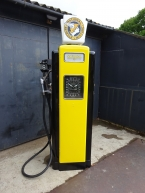 1940 Wayne London model 70 petrol pump in National Benzole livery complete with original glass globe